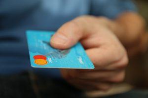 Les banques doivent modifier leur façonde livrer les cartes de crédit